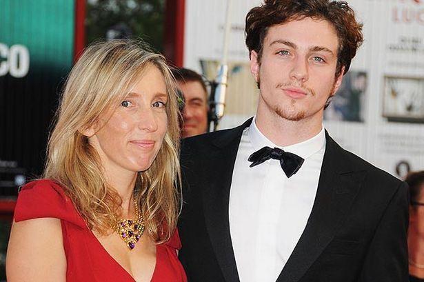 ¿Es el hijo o la pareja de la directora de cine Sam Taylor-Wood?