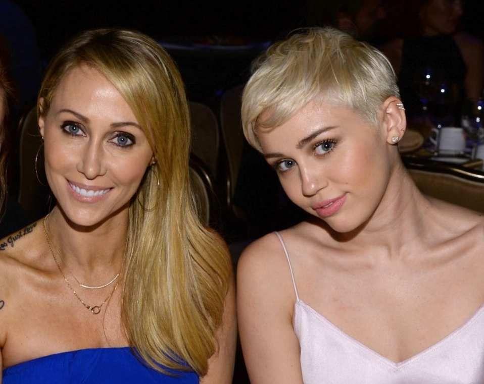 ¿Hermanas o madre e hija?