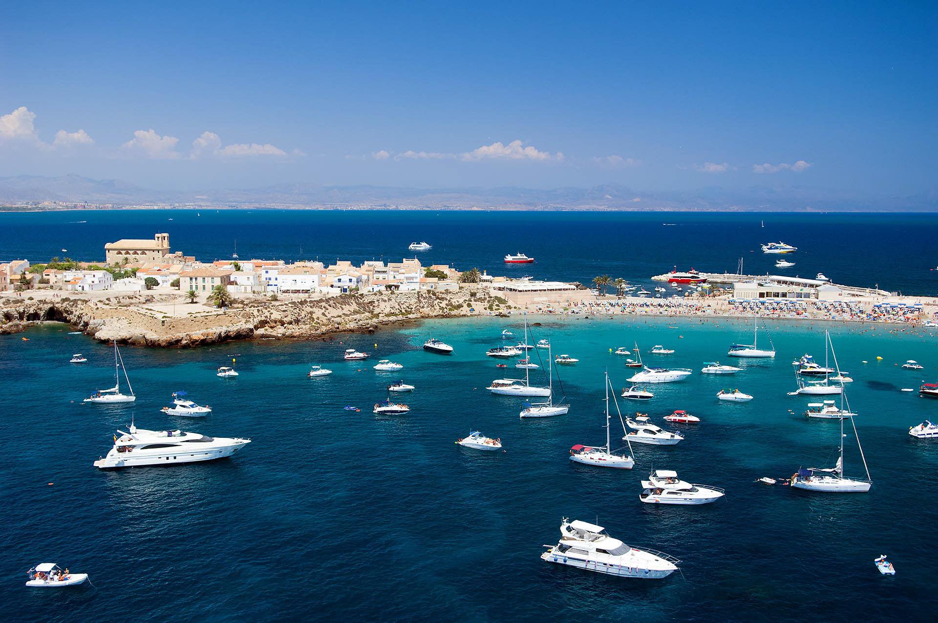 ¿Cual de estas islas mediterraneas está habitada?