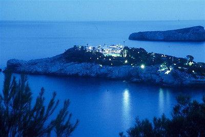 BONUS: ¿Sabes cerca de qué famosa isla está situada la isla más cara del mundo?
