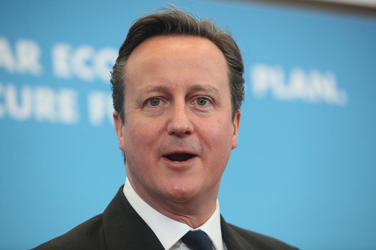 Pasamos a Reino Unido. El Primer Ministro es David Cameron, con muchas buenas opiniones y muchas malas opiniones.