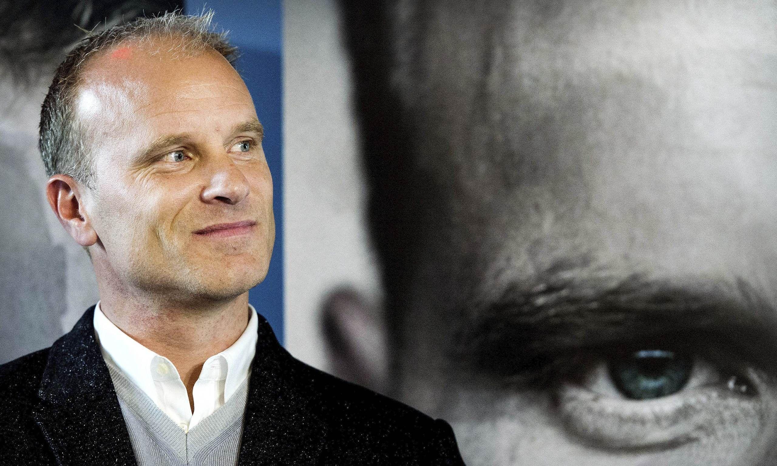 ¿En qué equipos jugó Dennis Bergkamp?