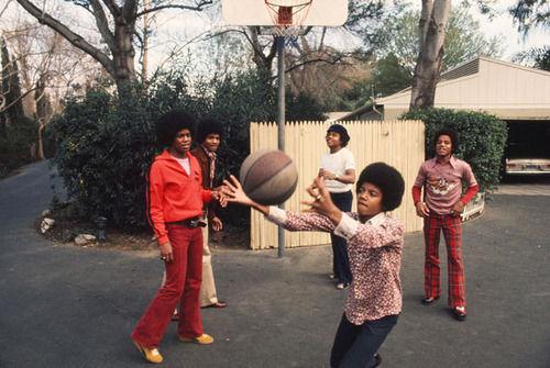 En Jam ¿con qué jugador de baloncesto aparece Michael Jackson?