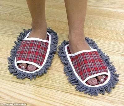 Zapatos que limpian el polvo al caminar.