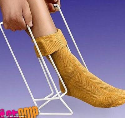 Invento para ponerse el calcetín.