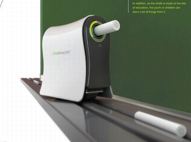 Un dispositivo que recoge el polvo de tiza para fabricar otra.