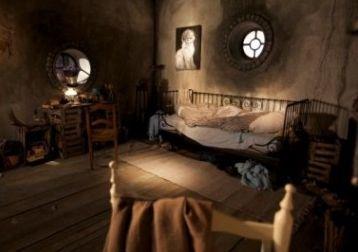 ¿Qué objeto predomina en las paredes de tu habitación?