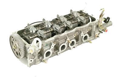 ¿Cuántas válvulas de admisión tiene un motor tetracilíndrico de 16 válvulas?