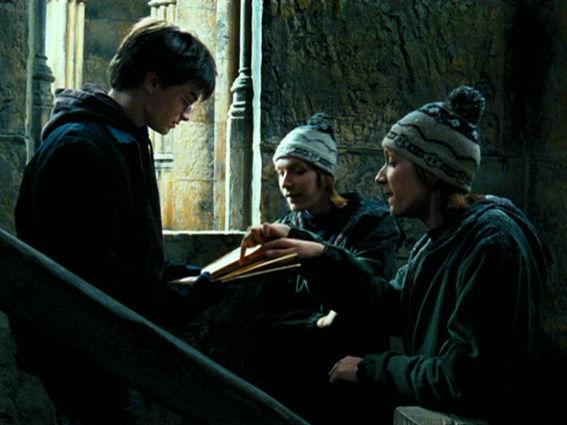 Segun Fred y George ¿Cuantos pasadizos secretos había en Hogwarts?