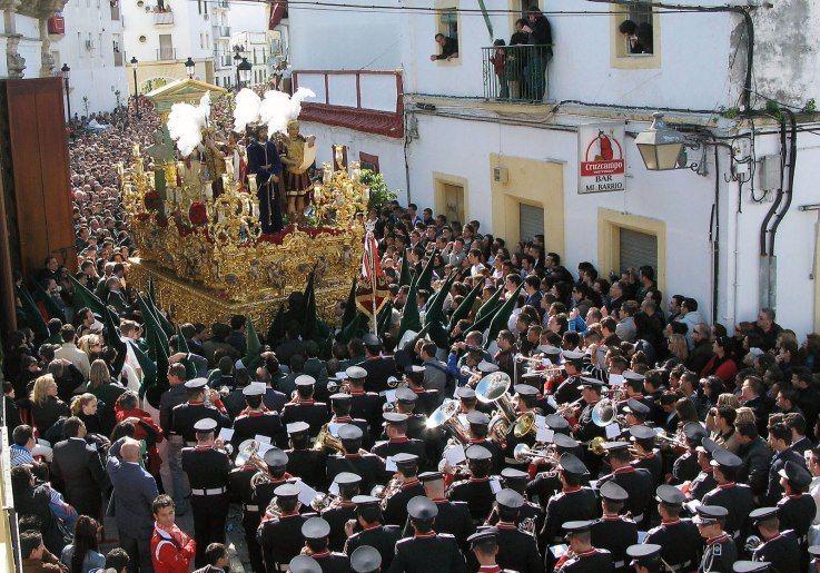 13005 - Relaciona cada palabra del mundo de las cofradías y de la Semana Santa en general con su imagen correspondiente.