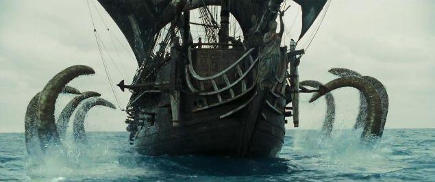 En El Cofre del Hombre Muerto un barco de pescadores es engullido por el Kraken.¿Por qué les paso eso a esos dos pobres hombres?