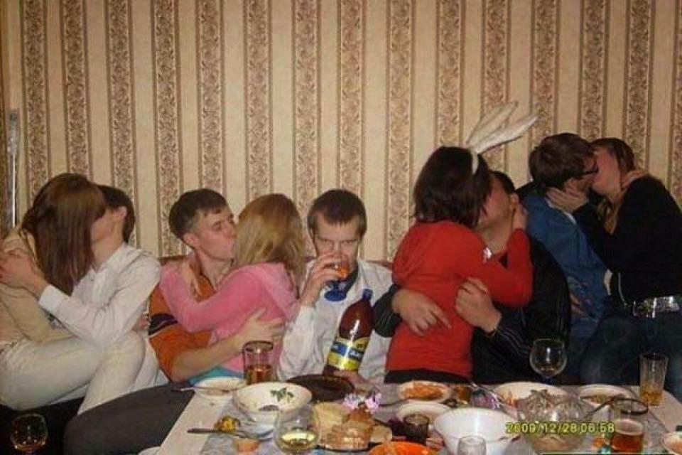 Tu novia te pide que le acompañes al cumpleaños de su tía de 80 años para no aburrirse.
