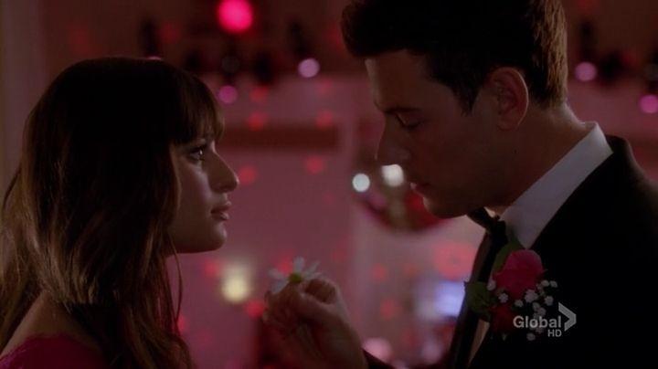 En la primera temporada Finn y Rachel se unen a New Directions, ¿cúal és la primera canción que cantan como dueto?