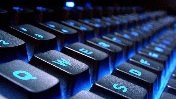 ¿Cuántas horas al día sueles pasar delante del ordenador? (Aquí el móvil lo elimino porque puede llevar a confusión)