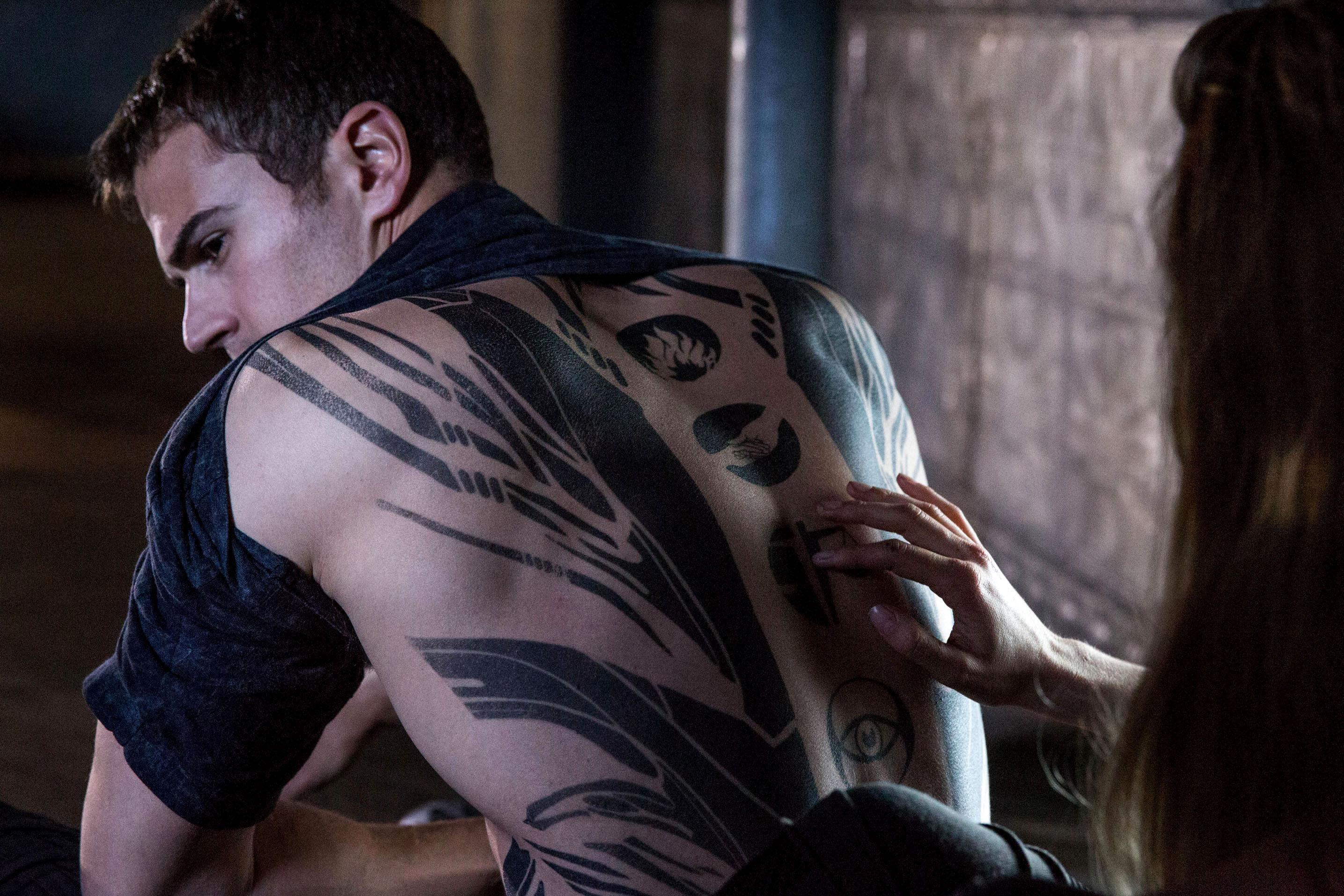 ¿Por qué se apoda Cuatro , Tobias Eaton?