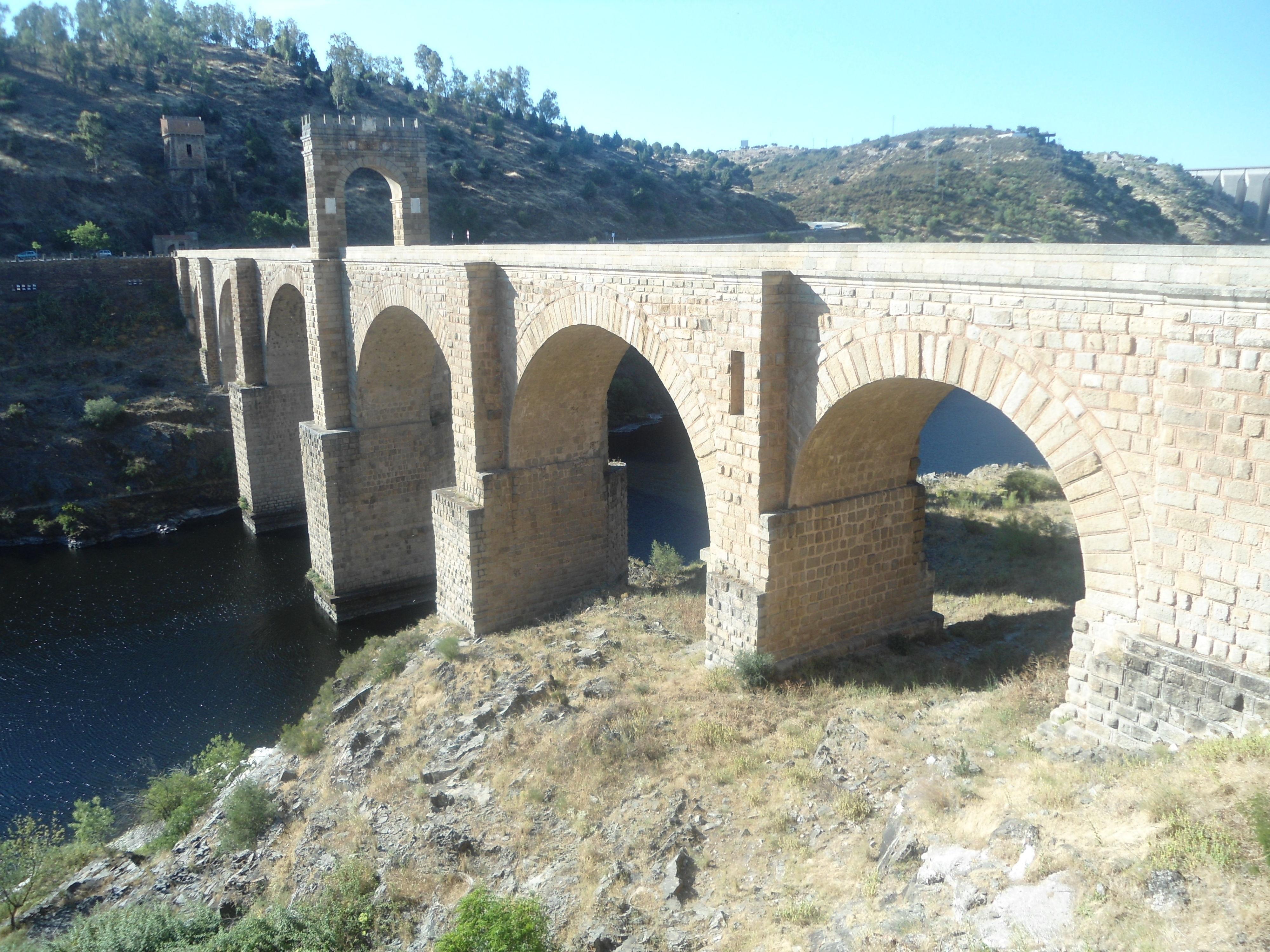 ¿El puente de la imagen en qué pueblo se sitúa?