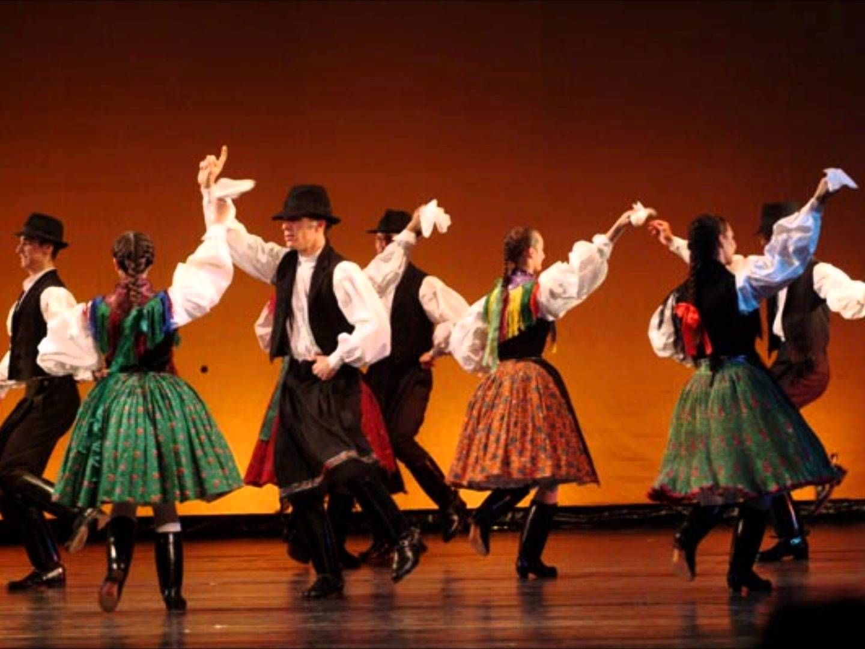 ¿Cuantas danzas hungaras compuso J. Brahms?