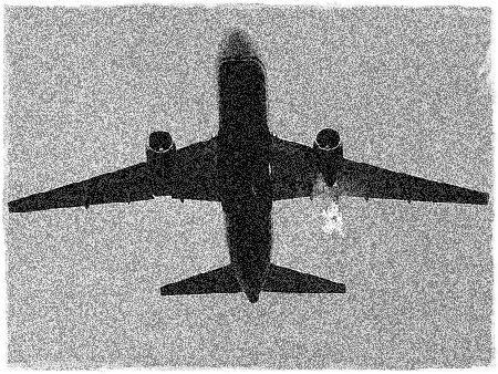 Estalla un motor del avión y en medio de violentas sacudidas y los gritos del piloto