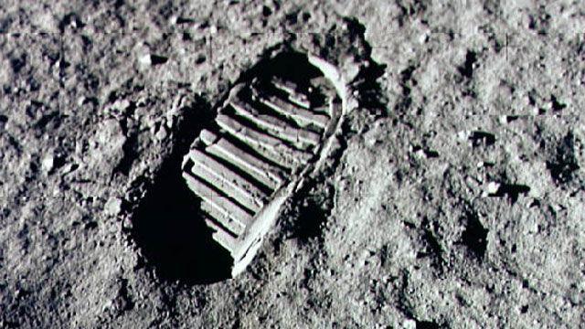 ¿En qué año piso el hombre la luna por primera vez?
