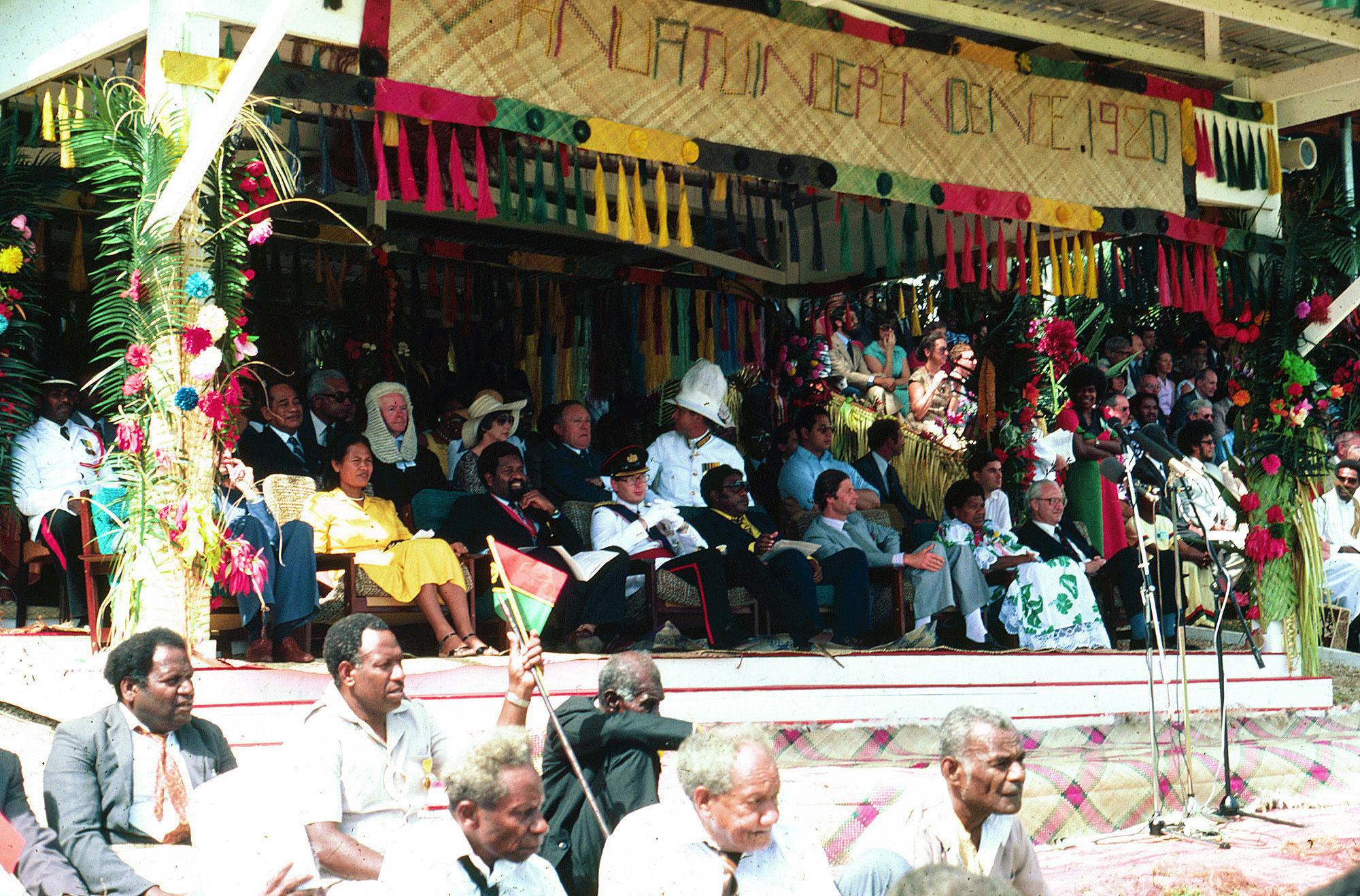 ¿De qué dos países a la vez se independizó en 1980 la nación melanesia de Vanuatu?