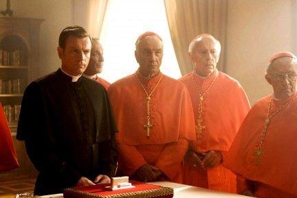 ¿Cómo denomina Gunther Glick a los cardenales reunídos en el Cónclave?