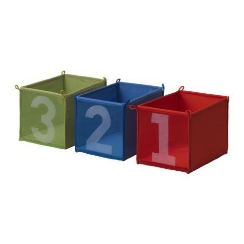 Te encuentras tres cajas en la calle pero por detrás viene gente armada y solo puedes elegir una , ¿Cuál eliges?