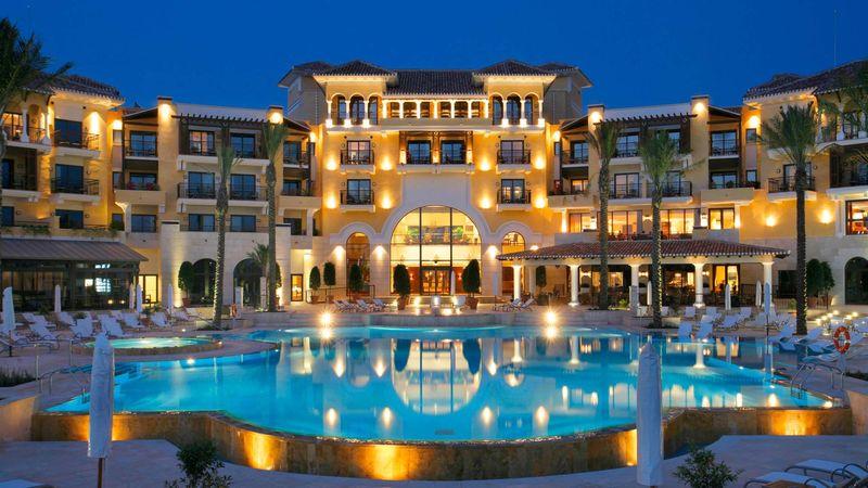 Has llegado al hotel sano y salvo pero solo hay tres habitaciones disponibles. ¿Cuál eliges?