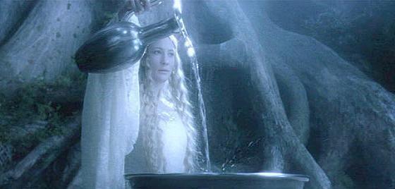Eres Frodo en Lothlorien. La dama Galadriel te invita a ver por el oráculo. ¿Qué haces?