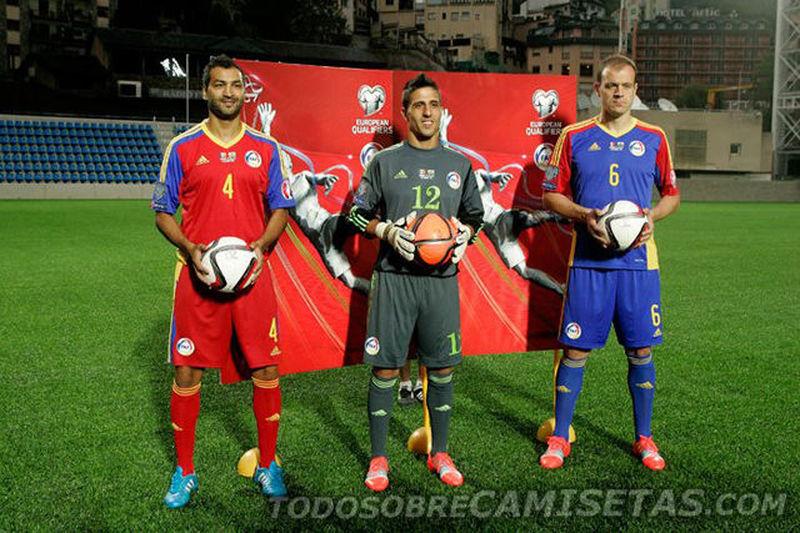 ¿Qué selección juega al fútbol con la camiseta titular que comparta colores con su bandera nacional?