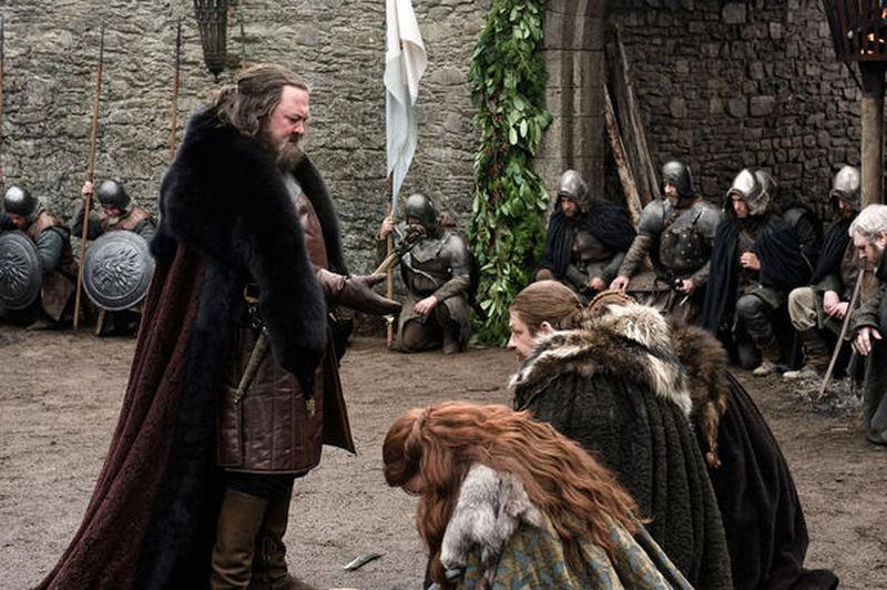 El rey al que serviste antaño se encuentra en dificultades. Requiere tu ayuda. ¿Qué haces?
