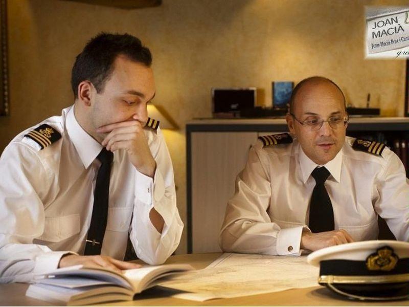 Bajas al restaurante a desayunar y oyes al capitán diciendo que las reservas se están agotando