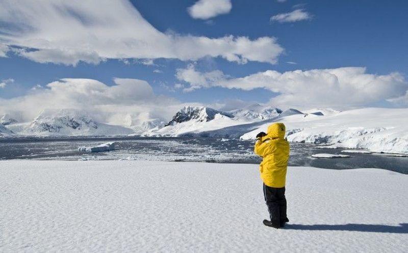 Cuando llegáis bajas con el prof. Rutherford (experto en la antártida), el prof. Bohr (físico experto en frío) y unos marineros