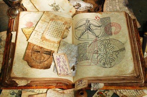 Tienes en tus manos un grimonio, pero se destruirá en cuanto leas un hechizo ¿Cuál escoges aprender?