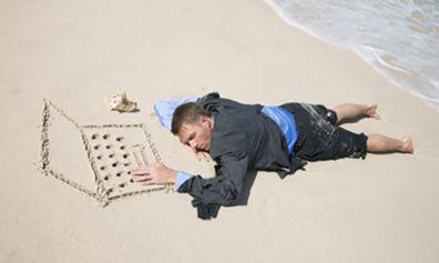 No recuerdas nada pero despiertas en una playa desierta ¿Qué haces?