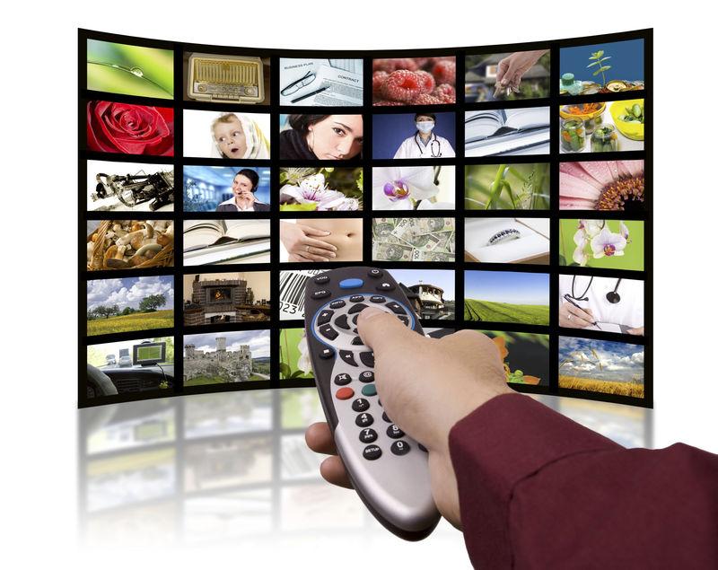 Nivel II: Un joven que acaba de romper con su novia pretende instalar en su casa un servicio de televisión por cable