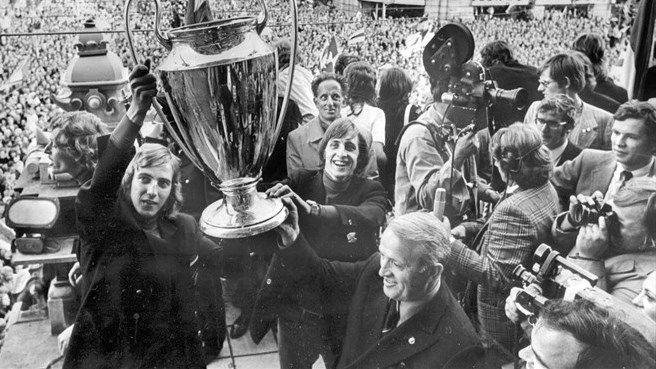 ¿Cuántas Champions ganó Cruyff con el F.C. Barcelona (contando ediciones antiguas)?