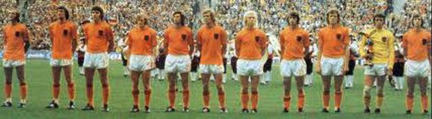 ¿Qué apodo tenía la selección Holandesa en la que jugaba?