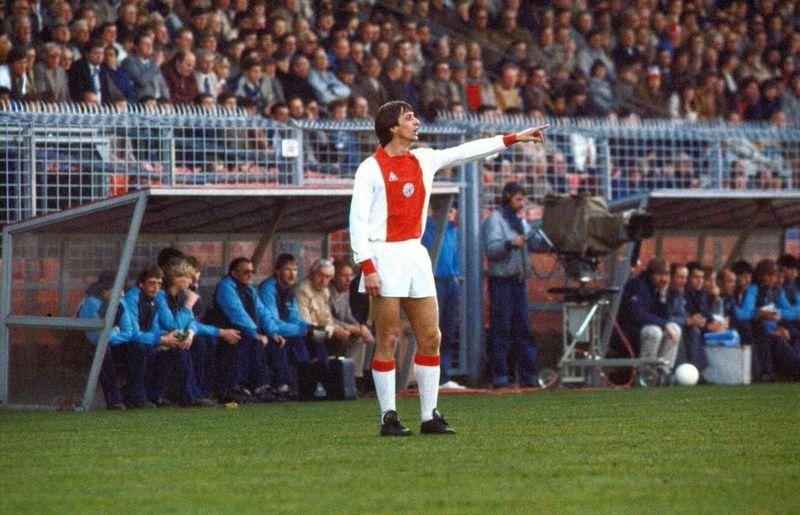 ¿Cuántas temporadas jugó Johan en el Ajax?