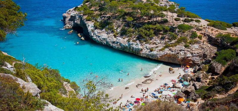 Sigues. Llegas a Mallorca (línea purpura). Te pide 2500$ ¿La compras?