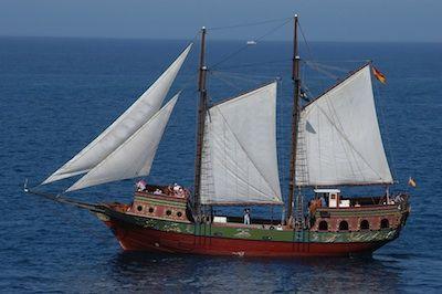 Qué 3 barcos se llevó Cristobal Colón en su primer viaje.