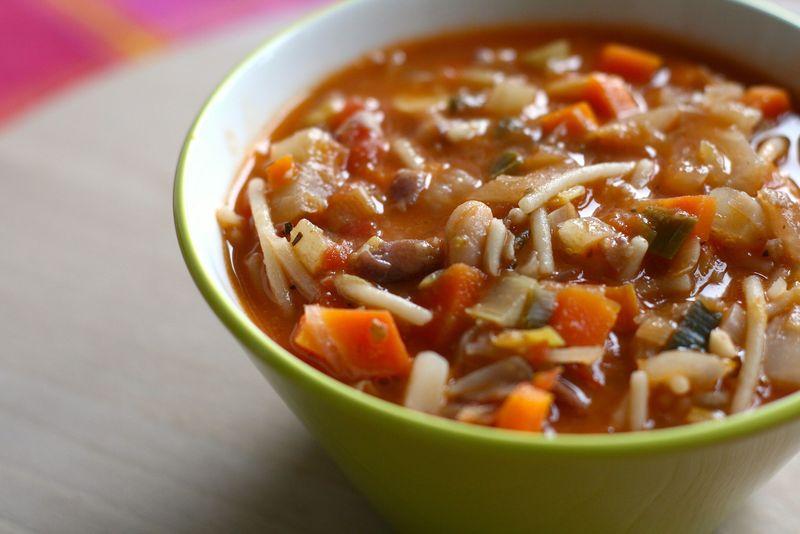 ¿Qué ingrediente es la base del minestrone?