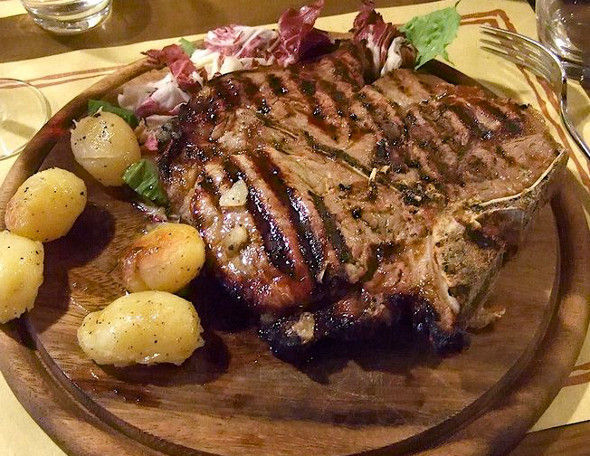 ¿De qué región proviene la bistecca alla fiorentina?