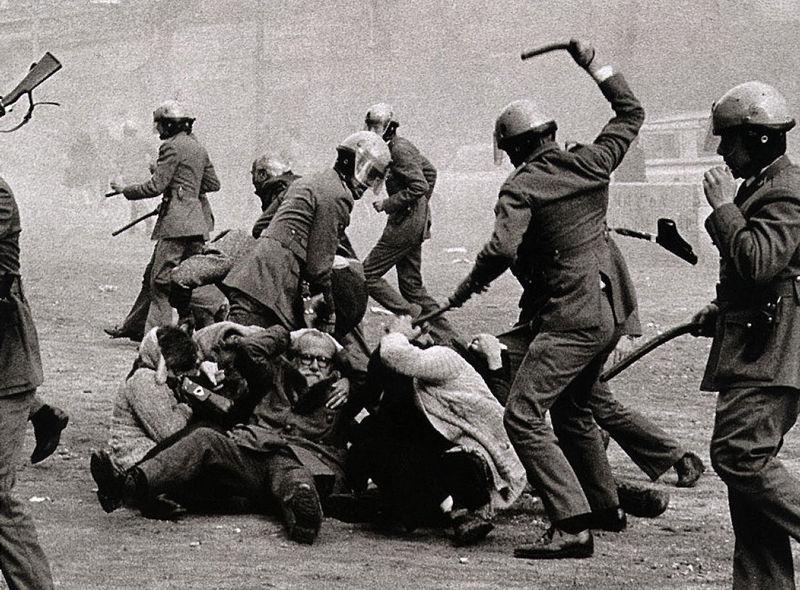 Vives en una casa en una ciudad en Cataluña. Ves como empiezan a haber muchos disturbios fascistas ¿Cómo reaccionas?