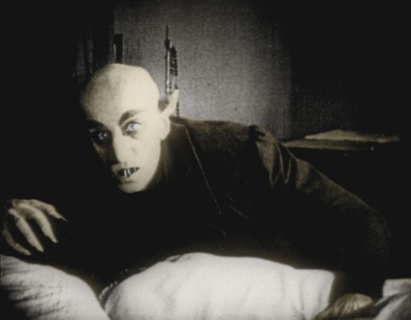 Un poco mas difícil, quien es el de la imagen, pista: fue el primer vampiro del cine