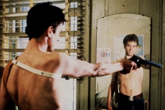 ¿De qué película es la famosa escena en que el actor le empieza a hablarle al espejo como si estuviese hablando con alguien?