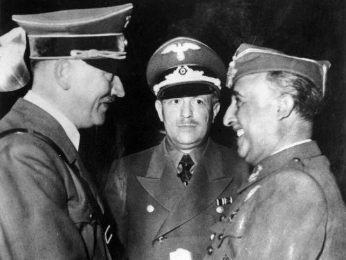 Hitler te dice: Esel und juckt ich mich nicht kratzen kann. ¿Cómo reaccionas?
