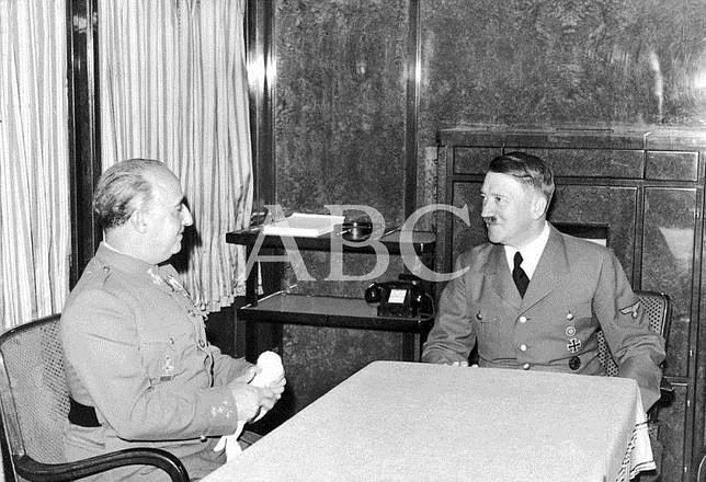 Dentro del tren Hitler saca un gran mapa mundi y empiezan las negociaciones. ¿Qué pides?