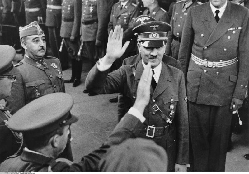Paquito ha oído hablar sobre los gobiernos del Tercer Reich y la Italia de Mussolini. ¿Te gustaría algo así en España?