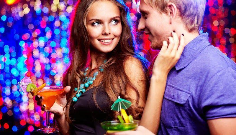 Coincides en una fiesta con la persona que te gusta que nunca se ha fijado en ti, pero ha bebido mucho y quiere tema ¿qué haces?