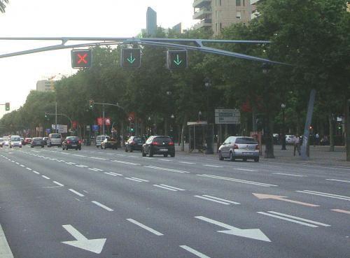 Si circula por un carril reversible, ¿tiene alguna obligación?